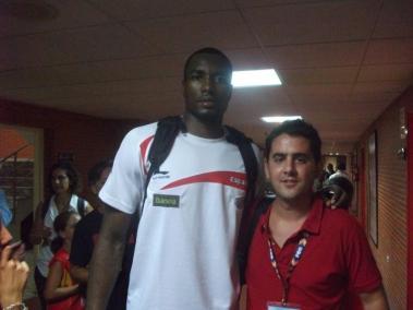 Con Serge Ibaka (amistoso España-Eslovenia)