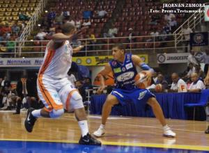 (Trotamundos) Jhornan Zamora ante Bucaneros