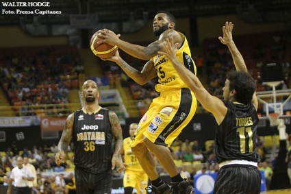 capitanes-walter-hodge-vs-brujos